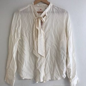 Levis bow tie neck blouse. NWT size M